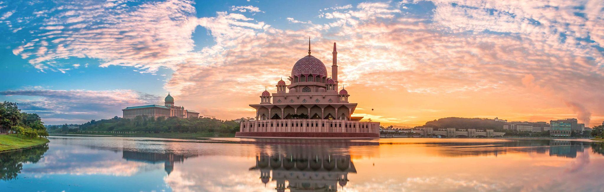 Malaysia-Putra-Mosque-Sunset